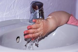 hand under tap water